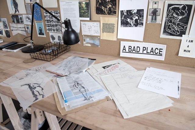 Anietie Ekanem Schreibtisch in Residenz