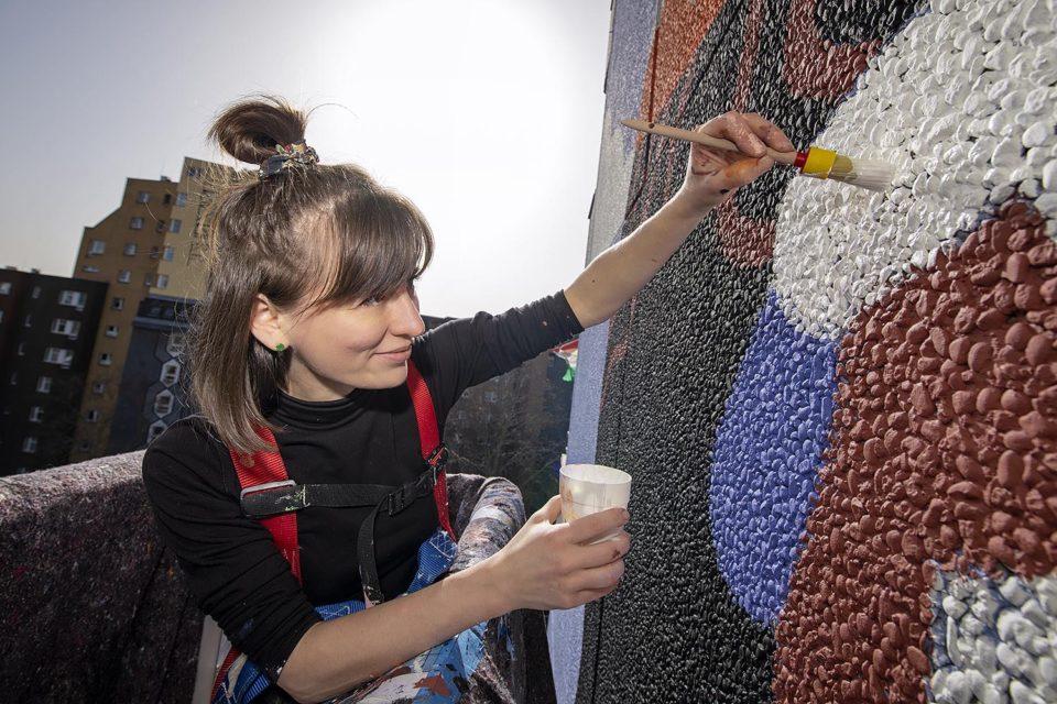 Katerina Voronina malt Brave Wall