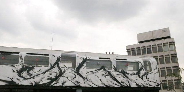 SheOne Tube Train Black White