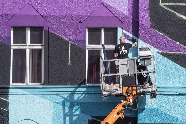 Mr.June Mural Fassade